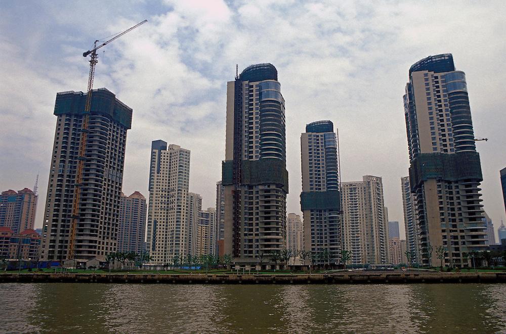 Julio 2005. Complejos residenciales en construcción en Shanghai.
