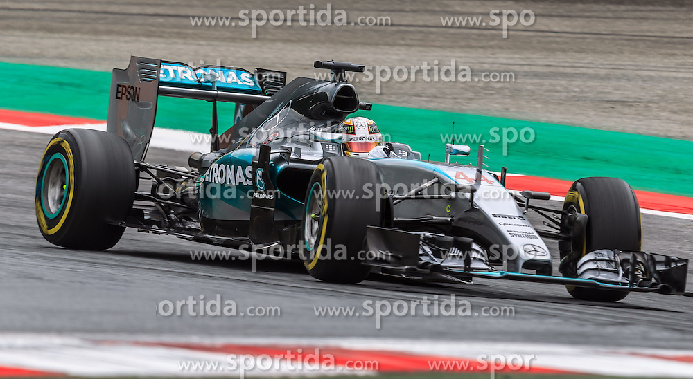 19.06.2015, Red Bull Ring, Spielberg, AUT, FIA, Formel 1, Grosser Preis von Österreich, Training, im Bild Lewis Hamilton, (GBR, Mercedes AMG Petronas F1 Team) // during the Practice of the Austrian Formula One Grand Prix at the Red Bull Ring in Spielberg, Austria, 2015/06/19, EXPA Pictures © 2014, PhotoCredit: EXPA/ JFK