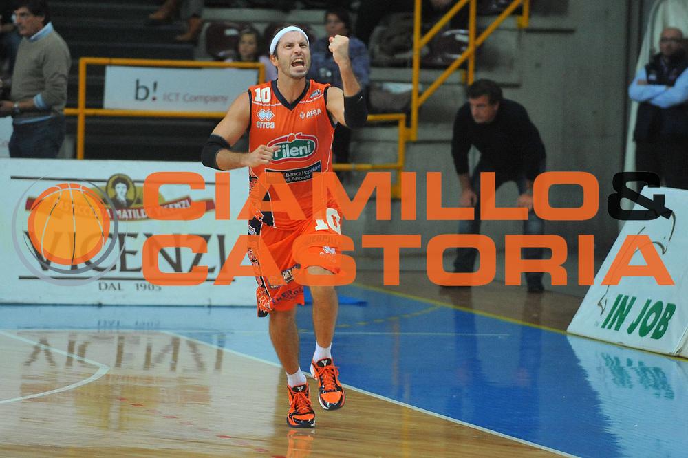 DESCRIZIONE : Verona Lega A2 2010-11 Tezenis Verona Fileni BPA Jesi<br /> GIOCATORE : Andrea Pecile<br /> SQUADRA : Fileni BPA Jesi <br /> EVENTO : Campionato Lega A2 2010-2011<br /> GARA : Tezenis Verona Fileni BPA Jesi<br /> DATA : 09/10/2010<br /> CATEGORIA : Esultanza<br /> SPORT : Pallacanestro <br /> AUTORE : Agenzia Ciamillo-Castoria/M.Gregolin<br /> Galleria : Lega Basket A2 2009-2010 <br /> Fotonotizia : Verona Lega A2 2010-11 Tezenis Verona Fileni BPA Jesi<br /> Predefinita :