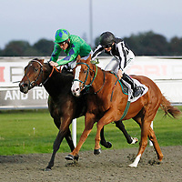 Bookiesindexdotnet and Richard Hughes winning the 6.10 race