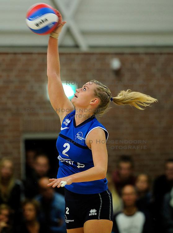 27-10-2012 VOLLEYBAL: VV ALTERNO - SLIEDRECHT SPORT: APELDOORN<br /> Sliedrecht Sport wint met 3-1 van Alterno / Inge Molendijk<br /> &copy;2012-FotoHoogendoorn.nl