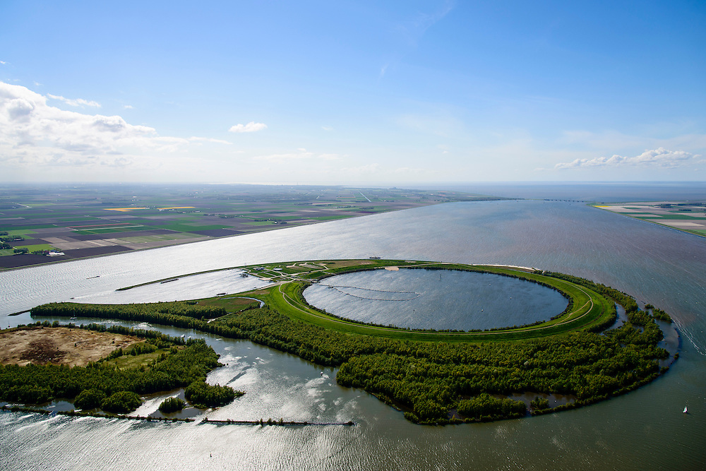 Nederland, Flevoland-Overijssel, Ketelmeer, 07-05-2015; IJsseloog, gezien naar Flevoland. Ketelbrug en IJsselmeer aan de horizon. Slibdepot voor de verontreinigde slib uit het Ketelmeer zoals aangevoerd door de IJssel. Het saneren van het Ketelmeer is noodzakelijk om plannen op het gebied van recreatie en natuur mogelijk te maken. IJsseloog, depot for the contaminated sludge from the sludge Ketelmeer as alleged by the IJssel. The rehabilitation of the Ketelmeer is necessary to allow for planning of future nature and recreational development.<br /> luchtfoto (toeslag op standard tarieven);<br /> aerial photo (additional fee required);<br /> copyright foto/photo Siebe Swart