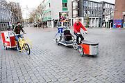 In Nijmegen vindt voor de derde keer het International Cargo Bike Festival plaats. Het tweedaags evenement richt zich op het gebruik en de gebruikers van bakfietsen. Bakfietsen worden in heel Europa steeds vaker ingezet, zowel door particulieren als bedrijven. Het is een duurzame vorm van transport en biedt veel voordelen.<br /> <br /> In Nijmegen for the third time the International Cargo Bike Festival is hold. The two-day event focuses on the use and users of cargobikes. Cargo bikes are increasingly being deployed across Europe, both individuals and businesses. It is a sustainable form of transport and offers many advantages.