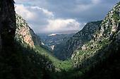 The Qadisha valley · La vallée de la Qadicha