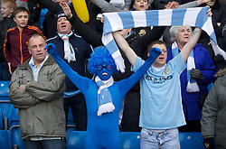 22.01.2012, Etihad Stadion, Manchester, ENG, PL, Manchester City vs Tottenham Hotspur, 22. Spieltag, im Bild Manchester City supporters during the football match of English premier league, 22th round, between Manchester City and Tottenham Hotspur at Etihad Stadium, Manchester, United Kingdom on 2012/01/22. EXPA Pictures © 2012, PhotoCredit: EXPA/ Propagandaphoto/ David Rawcliff..***** ATTENTION - OUT OF ENG, GBR, UK *****