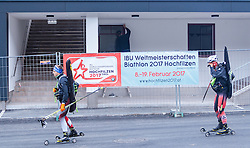 "02.11.2016, Biathlonarena, Hochilzen, AUT, IBU Weltmeisterschaft Biathlon, Hochfilzen, Pressekonferenz 100 Tage, im Bild Skiroller und Arbeiter beim neuen Hauptgebäude // Skiroller and workers in the new main building during a Pressconference ""100 Days"" in front of the IBU Biathlon World Championships 2017 at the Biathlonarena, Hochfilzen, Austria on 2016/11/02. EXPA Pictures © 2016, PhotoCredit: EXPA/ JFK"