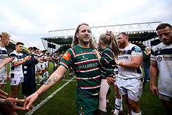 Sam Harrison of Leicester Tigers walks through a guard of honour with his daughter - Mandatory by-line: Robbie Stephenson/JMP - 04/01/2020 - RUGBY - Welford Road - Leicester, England - Leicester Tigers v Bristol Bears - Gallagher Premiership Rugby