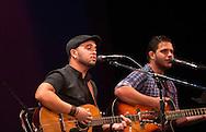 El duo cubano Decorason  cantan Saturday July 24,2015 en el Teatro Nacional en la Cuarta Edicion de los Conciertos Estudio y Lucha.  Photo: Edgar ROMERO/Imagenes Libress