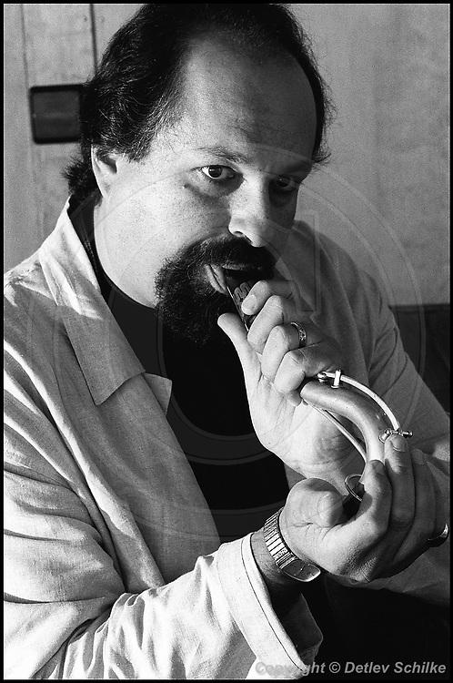Berlin, DEU, 14.07.1994: Jazz Music , Lovano, Joe, Universal Language Tour, A-Trane, Berlin, 14.07.1994 ( Keywords: Musiker ; Musician ; Musik ; Music ; Jazz ; Jazz ; Kultur ; Culture ) ,  [ Photo-copyright: Detlev Schilke, Postfach 350802, 10217 Berlin, Germany, Mobile: +49 170 3110119, photo@detschilke.de, www.detschilke.de - Jegliche Nutzung nur gegen Honorar nach MFM, Urhebernachweis nach Par. 13 UrhG und Belegexemplare. Only editorial use, advertising after agreement! Eventuell notwendige Einholung von Rechten Dritter wird nicht zugesichert, falls nicht anders vermerkt. No Model Release! No Property Release! AGB/TERMS: http://www.detschilke.de/terms.html ]