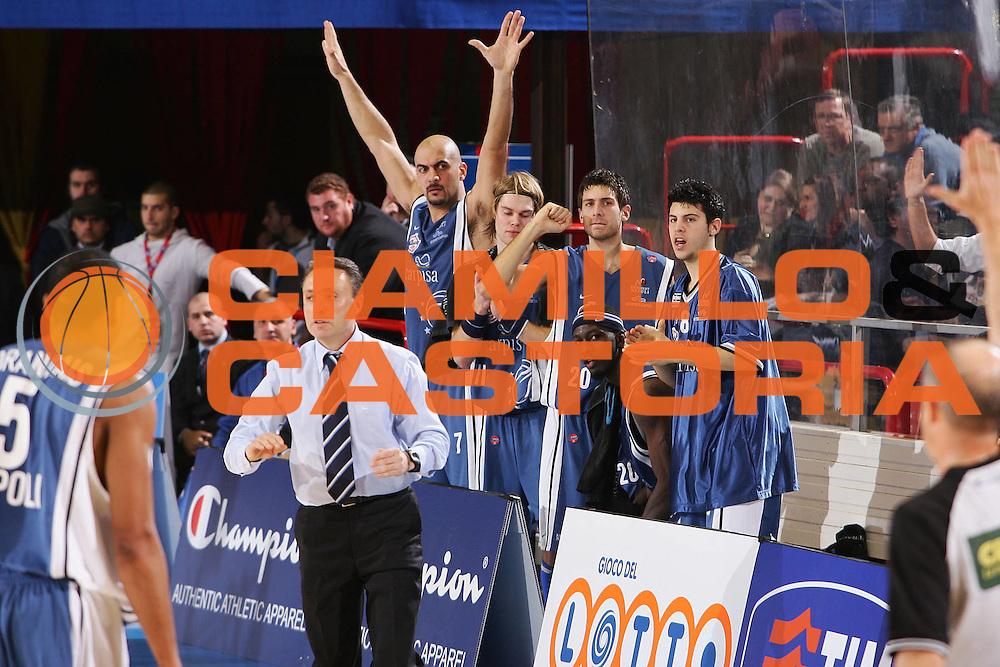 DESCRIZIONE : Forli Lega A1 2005-06 Coppa Italia Final Eight Tim Cup Carpisa Napoli Armani Jeans Milano <br /> GIOCATORE : Team Napoli <br /> SQUADRA : Armani Jeans Milano <br /> EVENTO : Campionato Lega A1 2005-2006 Coppa Italia Final Eight Tim Cup Quarti Finale <br /> GARA : Carpisa Napoli Armani Jeans Milano <br /> DATA : 17/02/2006 <br /> CATEGORIA : Esultanza <br /> SPORT : Pallacanestro <br /> AUTORE : Agenzia Ciamillo-Castoria/S.Silvestri