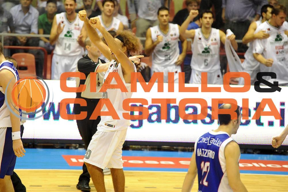 DESCRIZIONE : Forli Supercoppa Lega A 2011-12 Montepaschi Siena Bennet Cantu <br /> GIOCATORE : Shaun Stonerook<br /> CATEGORIA : Esultanza<br /> SQUADRA : Montepaschi Siena Bennet Cantu<br /> EVENTO : Campionato Lega A 2011-2012<br /> GARA : Montepaschi Siena Bennet Cantu<br /> DATA : 01/10/2011<br /> SPORT : Pallacanestro<br /> AUTORE : Agenzia Ciamillo-Castoria/GiulioCiamillo<br /> Galleria : Lega Basket A 2011-2012<br /> Fotonotizia :  Forli Supercoppa Lega A 2011-12 Montepaschi Siena Bennet Cantu <br /> Predefinita :