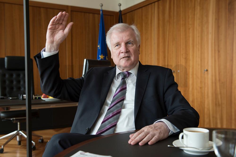 20 JUN 2018, BERLIN/GERMANY:<br /> Horst Seehofer, CSU, Bundesinnenminister, waehrend einem Interview, in seinem Buero, Bundesministerium des Inneren<br /> IMAGE: 20180620-02-003<br /> KEYWORDS: Büro
