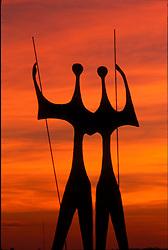 Brasilia, Distrito Federal, Brasil. Agosto/2004.Os Candangos. ou Os Dois Guerreiros. Monumento construido em homenagem aos trabalhadores que construiram Brasilia, realizado pelo escultor Bruno Giorgi, 1960. / The Candangos Monument or The Two Worriors located at the Praca dos Tres Poderes, made by the sculptor Bruno Giorgi, 1960. A Homage to the workers who built Brasilia..Foto © Marcos Issa/Argosfoto.