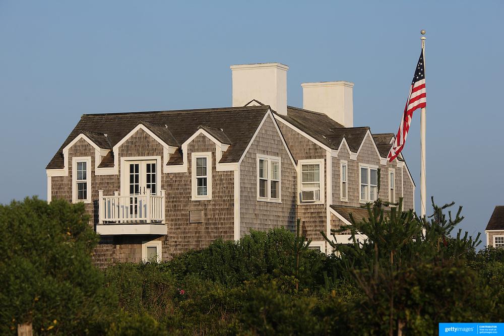 Beachside properties on the coastline at Cisco Beach, Nantucket, Nantucket Island, Massachusetts, USA. Photo Tim Clayton