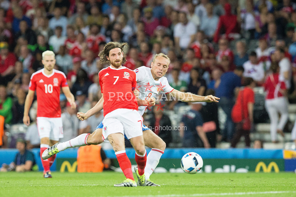 TOULOUSE, FRANCE - Monday, June 20, 2016: Wales' Joe Allen in action against Russia's Denis Glushakov during the final Group B UEFA Euro 2016 Championship match at Stadium de Toulouse. (Pic by Paul Greenwood/Propaganda)