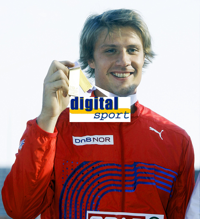 Friidrett, 1. august  2010 ,<br /> EM Barcelona<br /> <br /> European Athletics Championships<br /> Barcelona<br /> <br /> <br /> Andreas Thorkildsen , Norge vant EM-gull  her med medaljen<br /> <br /> Foto: Anders Hoven , Digitalsport