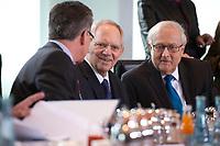 19 MAY 2010, BERLIN/GERMANY:<br /> Thomas de Maiziere (L), CDU, Bundesinnenminister, Wolfgang Schaeuble (M), CDU, Bundesfinanzminister, und Rainer Bruederle (R), FDP, Bundeswirtschaftsminister, im Gespraech, vor Beginn der Kabinettsitzung, Bundeskanzleramt<br /> IMAGE: 20100519-02-014<br /> KEYWORDS: Thomas de Maiziére, Gespräch, Wolfgang Schäuble, Rainer Brüderle