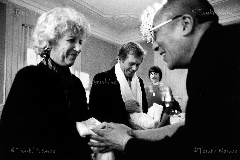 Lany, 3 February 1990 - Presidential Residence.Olga and Vaclav Havel parting with His Holiness the Fourteenth Dalai Lama of Tibet.