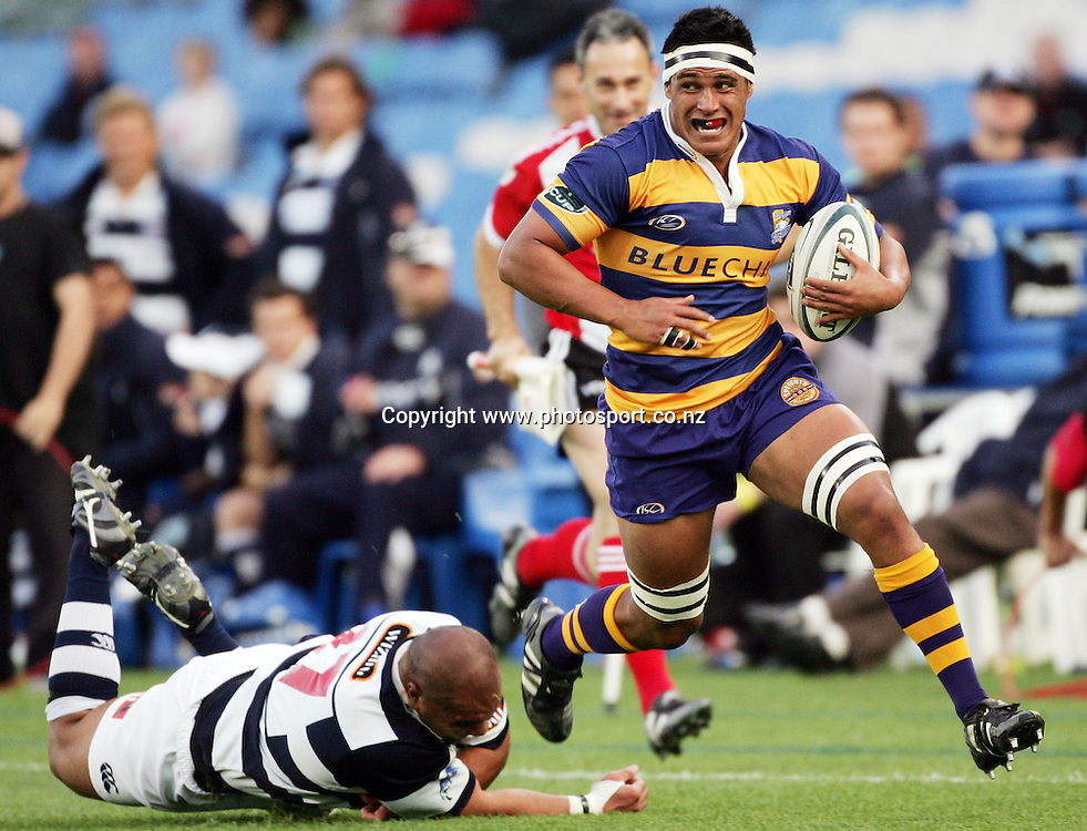 Tanerau Latimer makes a break during the Air NZ Cup rugby match between Auckland and Bay of Plenty at Eden Park, Auckland, New Zealand on 7 October, 2006. Auckland won the match 47 - 14. Photo: Hannah Johnston/PHOTOSPORT<br /><br /><br /><br /><br />071006