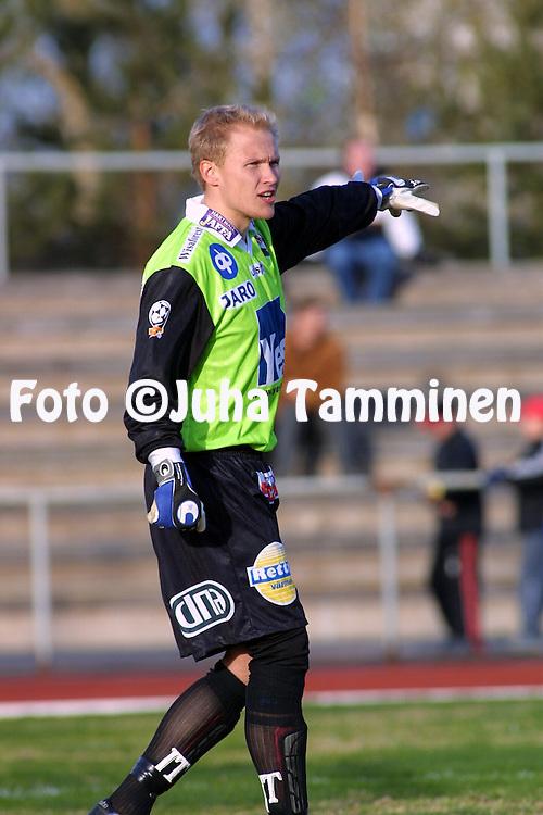 28.04.2002, Pori, Finland..Veikkausliiga 2002 / Finnish League 2002..FC Jazz Pori v FF Jaro Pietarsaari.Antti Kuismala - Jaro.©Juha Tamminen