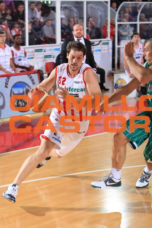 DESCRIZIONE : Teramo Lega A 2009-10 Banca Tercas Teramo Air Avellino<br /> GIOCATORE : Goran Jurak<br /> SQUADRA : Banca Tercas Teramo<br /> EVENTO : Campionato Lega A 2009-2010<br /> GARA : Banca Tercas Teramo Air Avellino<br /> DATA : 06/12/2009<br /> CATEGORIA : Penetrazione Palleggio<br /> SPORT : Pallacanestro<br /> AUTORE : Agenzia Ciamillo-Castoria/M.Carrelli<br /> Galleria : Lega Basket A 2009-2010 <br /> Fotonotizia : Teramo Campionato Italiano Lega A 2009-2010 Banca Tercas Teramo Air Avellino<br /> Predefinita :