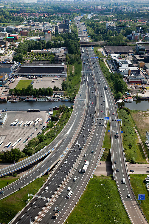 Nederland, Amsterdam, Amsterdam-Oost, 25-05-2010. Ringweg A10-Zuid kruist Duivendrechtse Vaart, Amstel Business park.luchtfoto (toeslag), aerial photo (additional fee required).foto/photo Siebe Swart