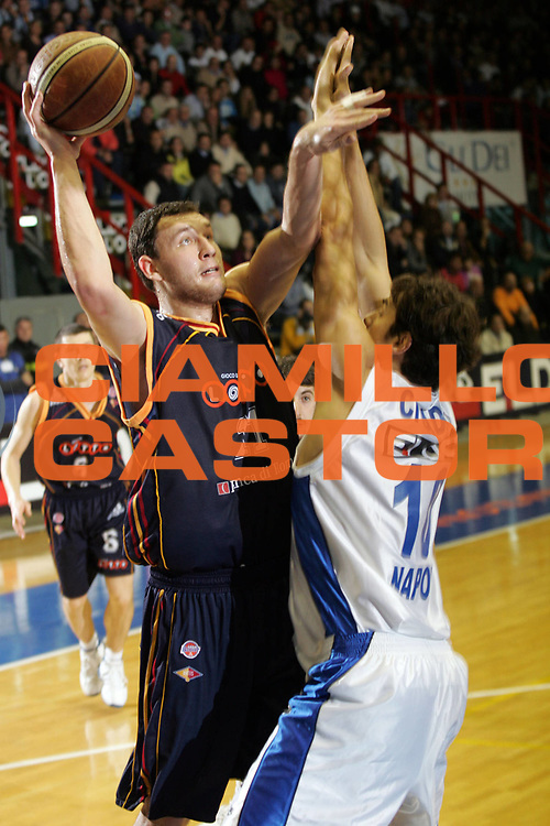 DESCRIZIONE : Napoli Lega A1 2006-07 Eldo Napoli Lottomatica Virtus Roma <br /> GIOCATORE : Mavrokefalidis <br /> SQUADRA : Lottomatica Virtus Roma<br /> EVENTO : Campionato Lega A1 2006-2007 <br /> GARA : Eldo Napoli Lottomatica Virtus Roma <br /> DATA : 12/11/2006 <br /> CATEGORIA : Tiro<br /> SPORT : Pallacanestro <br /> AUTORE : Agenzia Ciamillo-Castoria/A.De Lise <br /> Galleria : Lega Basket A1 2006-2007 <br /> Fotonotizia : Napoli Lega A1 2006-07 Eldo Napoli Lottomatica Virtus Roma <br /> Predefinita :