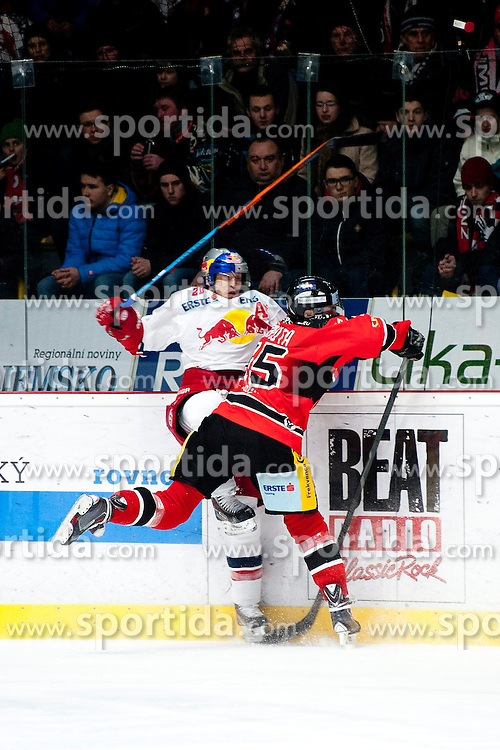 13.02.2015, Ice Rink, Znojmo, CZE, EBEL, HC Orli Znojmo vs EC Red Bull Salzburg, Platzierungsrunde, im Bild v.l. Antonin Boruta (HC Orli Znojmo) Daniel Welser (EC Red Bull Salzburg ) // during the Erste Bank Icehockey League placement round match between HC Orli Znojmo and EC Red Bull Salzburg at the Ice Rink in Znojmo, Czech Republic on 2015/02/13. EXPA Pictures © 2015, PhotoCredit: EXPA/ Rostislav Pfeffer