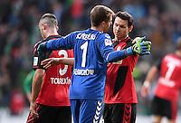 FUSSBALL     1. BUNDESLIGA     SAISON 2016/2017  SV Werder Bremen - SC Freiburg          29.10.2016 Freude nach dem Abpfiff: Alexander Schwolow (li) und  Nicolas Hoefler (re, beide SC Freiburg)