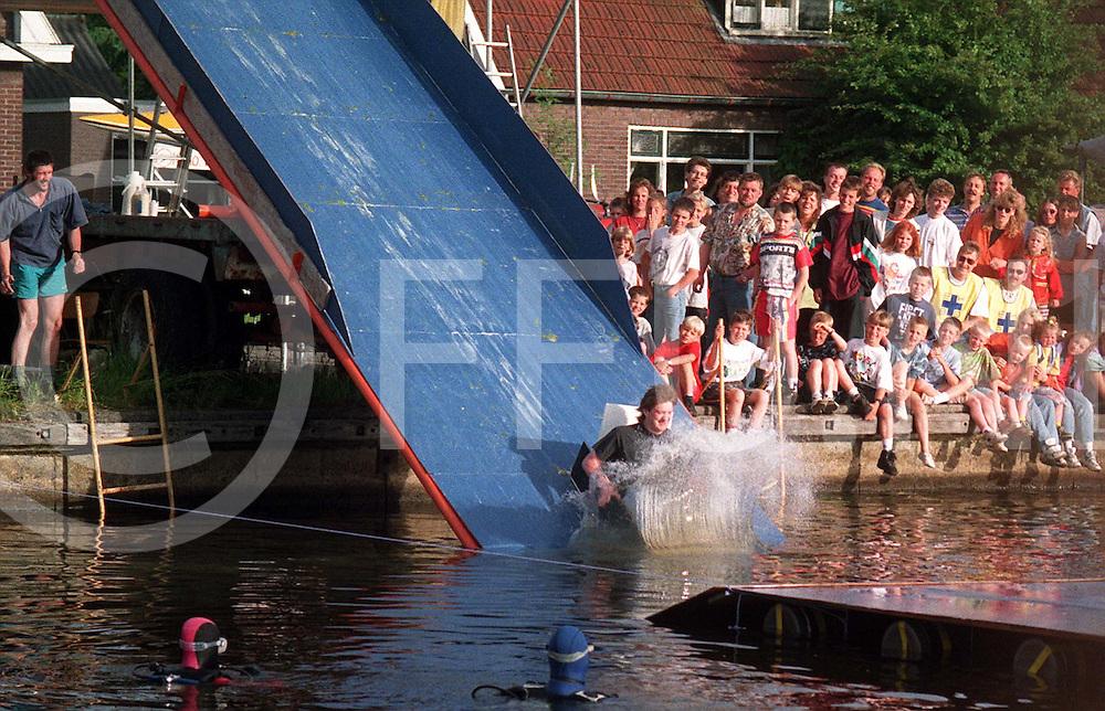 bergentheim : schoon van de schans kanaal spel..foto frank uijlenbroek©1996/nico