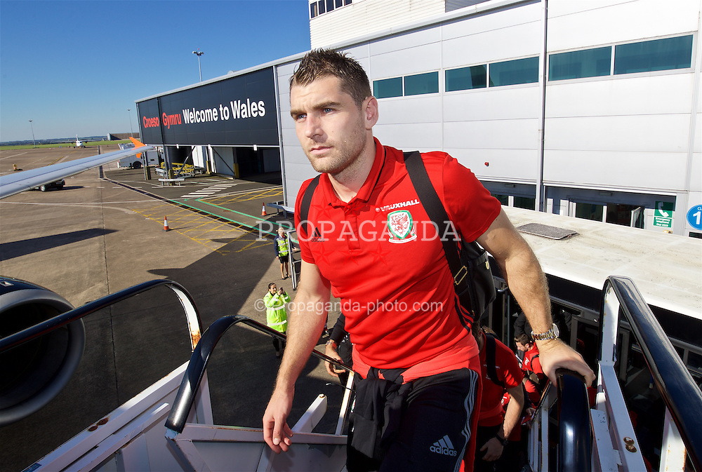 CARDIFF, WALES - Wednesday, October 5, 2016: Wales' Sam Vokes boards the team plane at Cardiff Airport as the team travel to Vienna ahead of the 2018 FIFA World Cup Qualifying Group D match against Austria. (Pic by David Rawcliffe/Propaganda)