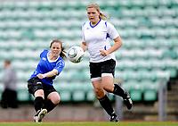 Fotball<br /> Norge<br /> 04.05.2011<br /> Foto: Morten Olsen, Digitalsport<br /> <br /> Trening Norge A kvinner<br /> Nadderud Stadion<br /> Internkamp - Norge Blå mot Norge Hvit<br /> <br /> Lisa-Marie Woods (B)<br /> Ingvild Isaksen (W)