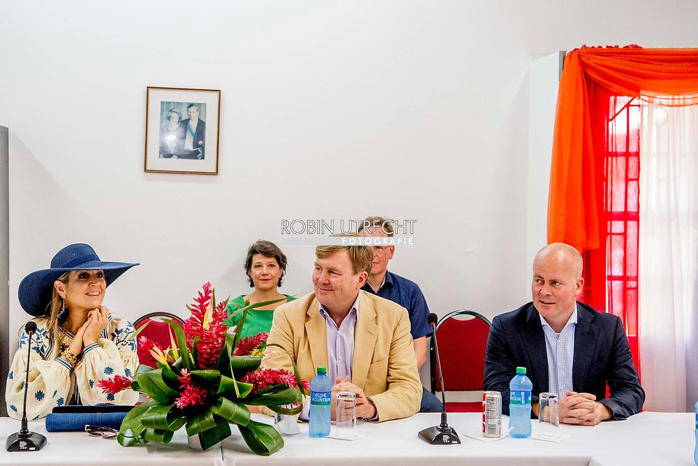 ORANJESTAD - Koning Willem-Alexander en koningin Maxima bezoeken de bibliotheek van Sint Eustatius. Hier praat het koningspaar met verschillende sociale instanties. ANP ROYAL IMAGES ROBIN UTRECHT **NETHERLANDS ONLY**