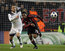 09.03.2011, White Hart Lane, London, ENG, UEFA CL, Tottenham Hfc vs AC Milan, im Bild AC Milan's Robinho and Tottenham's Rafael van der Vaart   during Tottenham Hfc vs AC Milan for the last 16 round of the UCL at White Hart Lane   in London on 09/03/2011. EXPA Pictures © 2011, PhotoCredit: EXPA/ IPS/ Marcello Pozzetti +++++ ATTENTION - OUT OF ENGLAND/UK and FRANCE/FR +++++