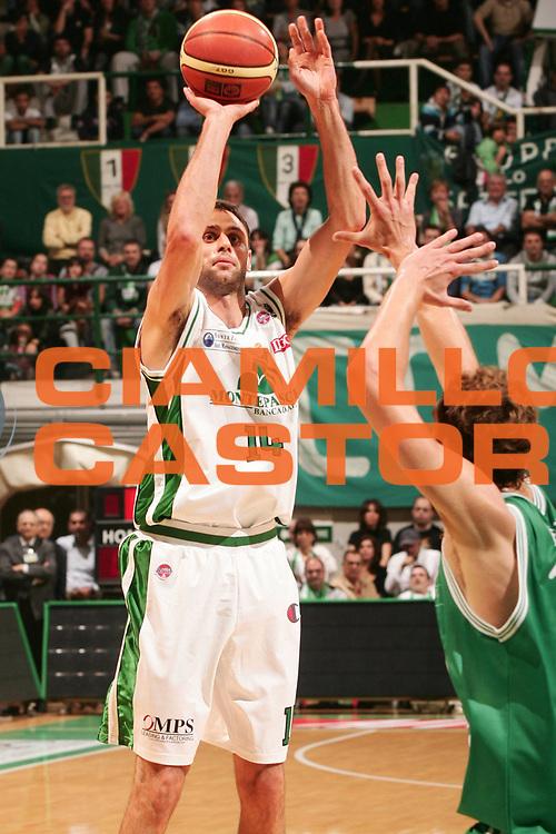 DESCRIZIONE : Siena Lega A1 2008-09 Montepaschi Siena Benetton Treviso<br /> GIOCATORE : Tomas Ress<br /> SQUADRA : Montepaschi Siena<br /> EVENTO : Campionato Lega A1 2008-2009 <br /> GARA : Montepaschi Siena Benetton Treviso<br /> DATA : 19/10/2008<br /> CATEGORIA : tiro<br /> SPORT : Pallacanestro <br /> AUTORE : Agenzia Ciamillo-Castoria/P.Lazzeroni