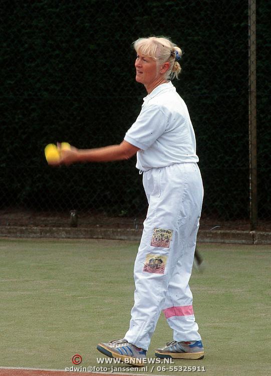 Deurzakker Tennistoernooi 1998, Joke Hoeben de vrouw van Koos Alberts tennissend
