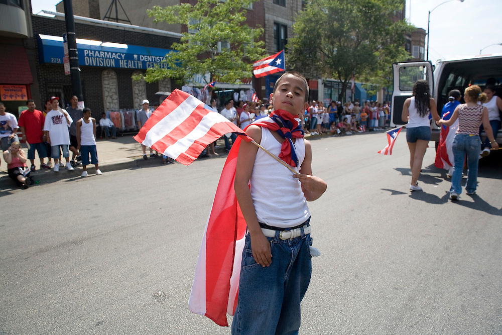 from the Puerto Rican Cultural Center of Chicago: <br /> <br /> &quot;Celebrated since 1978, the Puerto Rican Peoples' Parade showcases Puerto Rican art, culture and music without the adulterated depictions which traditional ethnic parades undergo as a result of commercialization. The Puerto Rican People's Parade frames the Puerto Rican cultural experience within the language of social criticism and the discourse of possibilities.  The People's Parade is held annually and coincides with the official Puerto Rican Day Parade in Chicago.&quot;