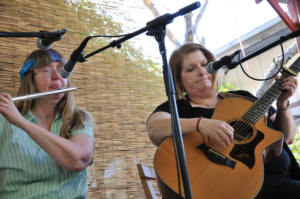 Patty Arnold and Sandy Hathaway concert at the 2013 Tucson Folk Festival. Event photography by Martha Retallick.