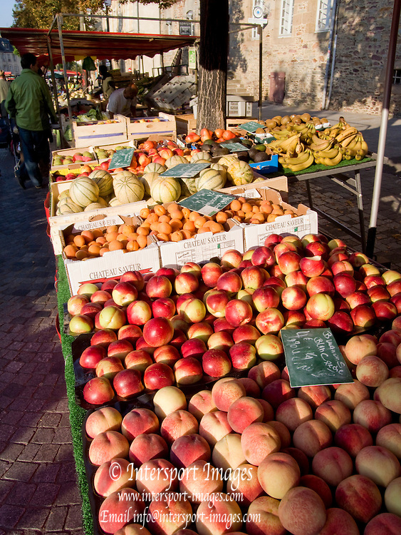 Rennes, FRANCE, Rennes,  Fresh  Peaches, Nectarines, Melons and Bananas  on display at the Saturday Morning Market, Brittany.  Saturday  26/09/2009   [Mandatory Credit Peter Spurrier Intersport Images] Street Photo.