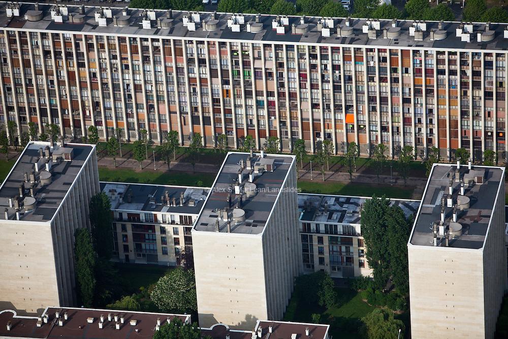 Meudon, département des Hauts-de-Seine (92), résidence du Parc, building facade mosaic patterned by residents.