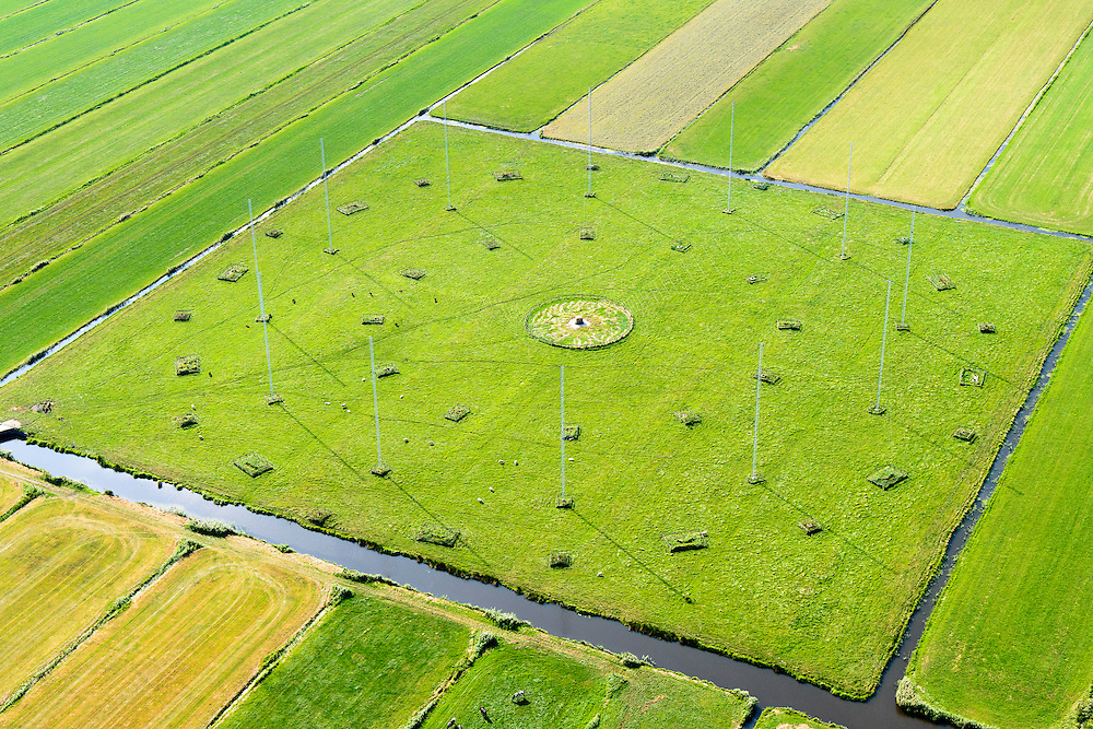 Nederland, Noord-Holland, Eempolder, 23-08-2016; Noordpolder te veld, polder ten oosten van Eemnes. Antenneveld, radio-afluisterstation van de voormalige de Marine Inlichtingen Dienst (MARID), nu Nationale Sigint Organisatie (NSO).<br /> Antenna Field, radio monitoring station of the former Navy Intelligence (MARID), now National Sigint Organisation (NSO).<br /> <br /> aerial photo (additional fee required);<br /> copyright foto/photo Siebe Swart