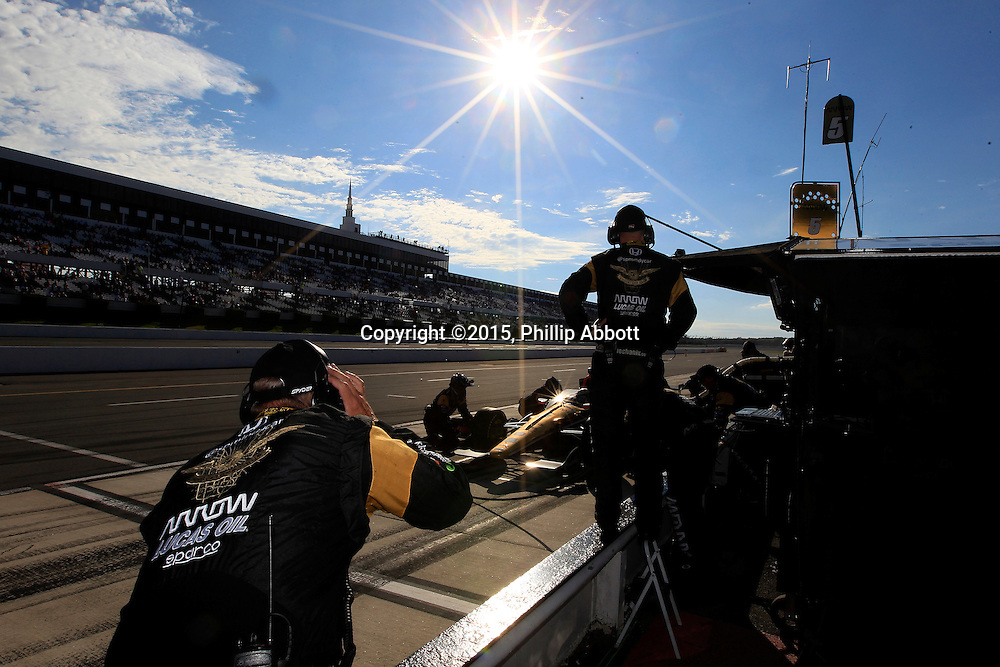 22-23 August, 2015, Pocono, Pennsylvania USA<br /> Ryan Briscoe makes a pit stop<br /> &copy;2015, Phillip Abbott<br /> LAT Photo USA