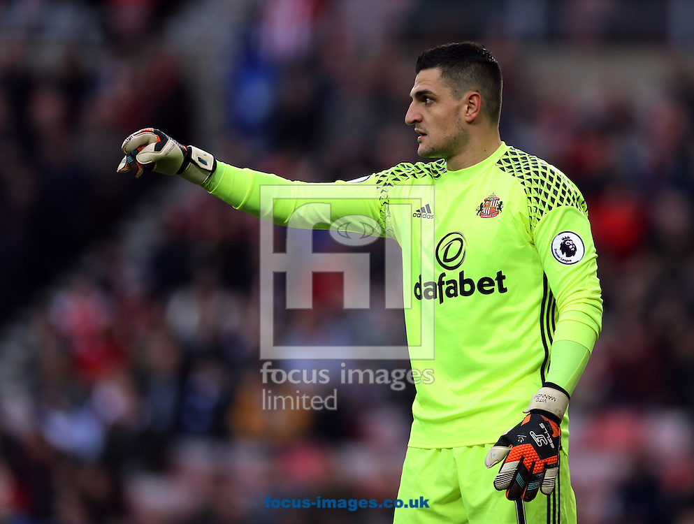 Vito Mannone of Sunderland during the third round of the FA Cup at the Stadium Of Light, Sunderland<br /> Picture by Simon Moore/Focus Images Ltd 07807 671782<br /> 07/01/2017
