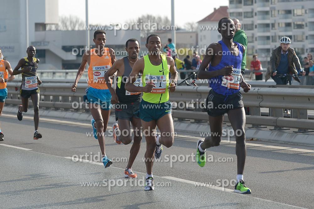 12.04.2015, Wien, AUT, Vienna City Marathon 2015, im Bild unmittelbar nach dem Start Getu Feleke, ETH (#1), Suleiman Simotwo, KEN (#14), Siraj Gena, ETH (#6), Beraki Beyene, ERI (#5) // during Vienna City Marathon 2015, Vienna, Austria on 2015/04/12. EXPA Pictures © 2015, PhotoCredit: EXPA/ Gerald Dvorak