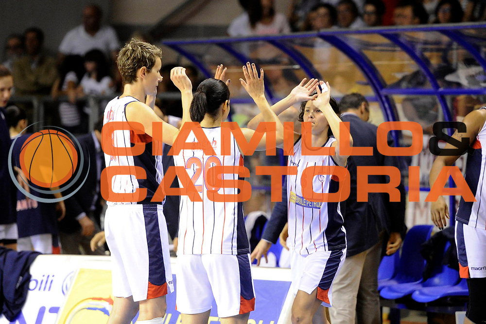 DESCRIZIONE : Schio LBF Playoff Finale Gara 3 Cras Basket Taranto Famila Wuber Schio<br /> GIOCATORE : Giorgia Sottana<br /> CATEGORIA : esultanza<br /> SQUADRA : Cras Basket Taranto<br /> EVENTO : Campionato Lega Basket Femminile A1 2011-2012<br /> GARA : Cras Basket Taranto Famila Wuber Schio<br /> DATA : 08/05/2012<br /> SPORT : Pallacanestro <br /> AUTORE : Agenzia Ciamillo-Castoria/C.De Massis<br /> Galleria : Lega Basket Femminile 2011-2012<br /> Fotonotizia : Schio LBF Playoff Finale Gara 3 Cras Basket Taranto Famila Wuber Schio<br /> Predefinita :