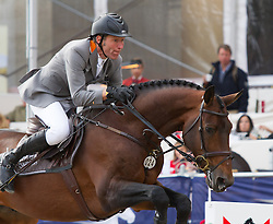 23.09.2012, Rathausplatz, Wien, AUT, Global Champions Tour, Vienna Masters, Grosser Preis, im Bild Ludger Beerbaum (GER) auf Chaman// during Vienna Masters of Global Champions Tour, Grand Prix at the Rathausplatz, Vienna, Austria on 2012/09/23. EXPA Pictures © 2012, PhotoCredit: EXPA/ Sebastian Pucher