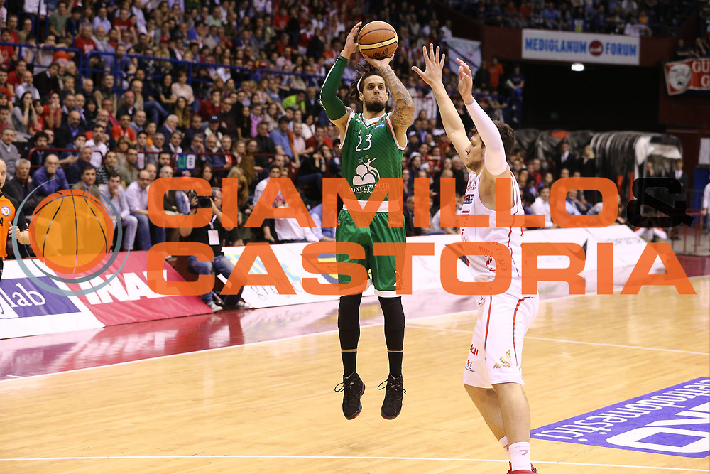DESCRIZIONE : Milano Lega A 2012-13 EA7 Emporio Armani Milano Montepaschi Siena playoff quarti di finale<br /> GIOCATORE : Daniel Hackett<br /> CATEGORIA : Tiro<br /> SQUADRA : Montepaschi Siena<br /> EVENTO : Campionato Lega A 2012-2013<br /> GARA : EA7 Emporio Armani Milano Montepaschi Siena<br /> DATA : 22/05/2013<br /> SPORT : Pallacanestro <br /> AUTORE : Agenzia Ciamillo-Castoria/G.Cottini<br /> Galleria : Lega Basket A 2012-2013  <br /> Fotonotizia : Milano Lega A 2012-13 EA7 Emporio Armani Milano Montepaschi Siena playoff quarti di finale<br /> Predefinita :
