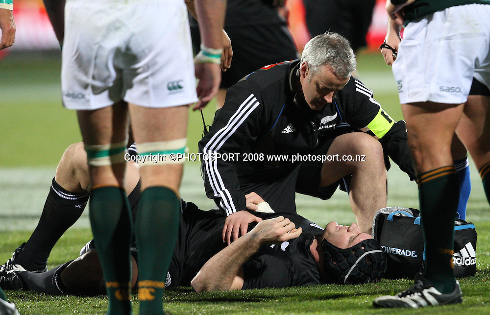 Ali Williams is attended too by the All Black medics.<br /> Phillips Tri Nations. All Blacks v South Africa, Carisbrook, Dunedin, New Zealand. Saturday 12 July 2008. Photo: Rob Jefferies/PHOTOSPORT