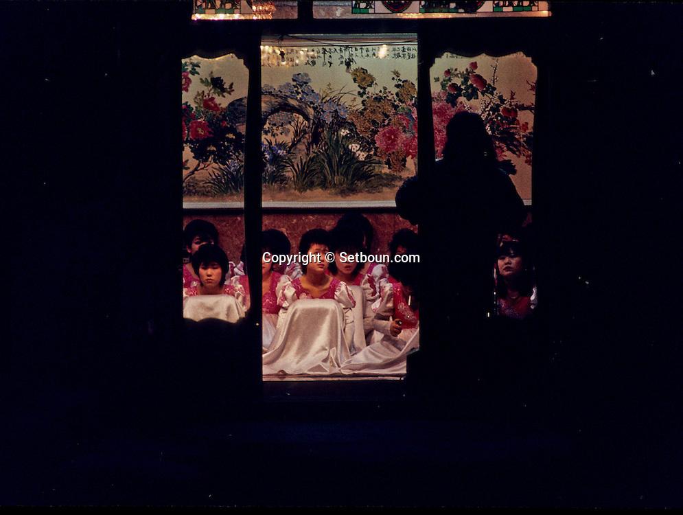 Mihari, a tough neighborhood exclusively for Korean people. Hundreds of shops are offering girls in shop windows. They wear the traditional dresses . Korean don't like to talk about this district. Mihari, quartier des prostitues. , un quartier chaud de Seoul, destine exclusivement aux Coreens, qui n'aiment pas en parler. Des centaines de boutiques proposent des filles dans des vitrines, elles portent la tenue traditionnelle. ///    L2769  /  R00030  /  P0003378