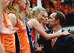 04-10-2015 NED: Volleyball European Championship Final Nederland - Rusland, Rotterdam<br /> Nederland verliest kansloos de finale met 3-0 van Rusland en moet genoegen nemen met zilver / Peter Blange geeft een knuffel aan Laura Dijkema #14